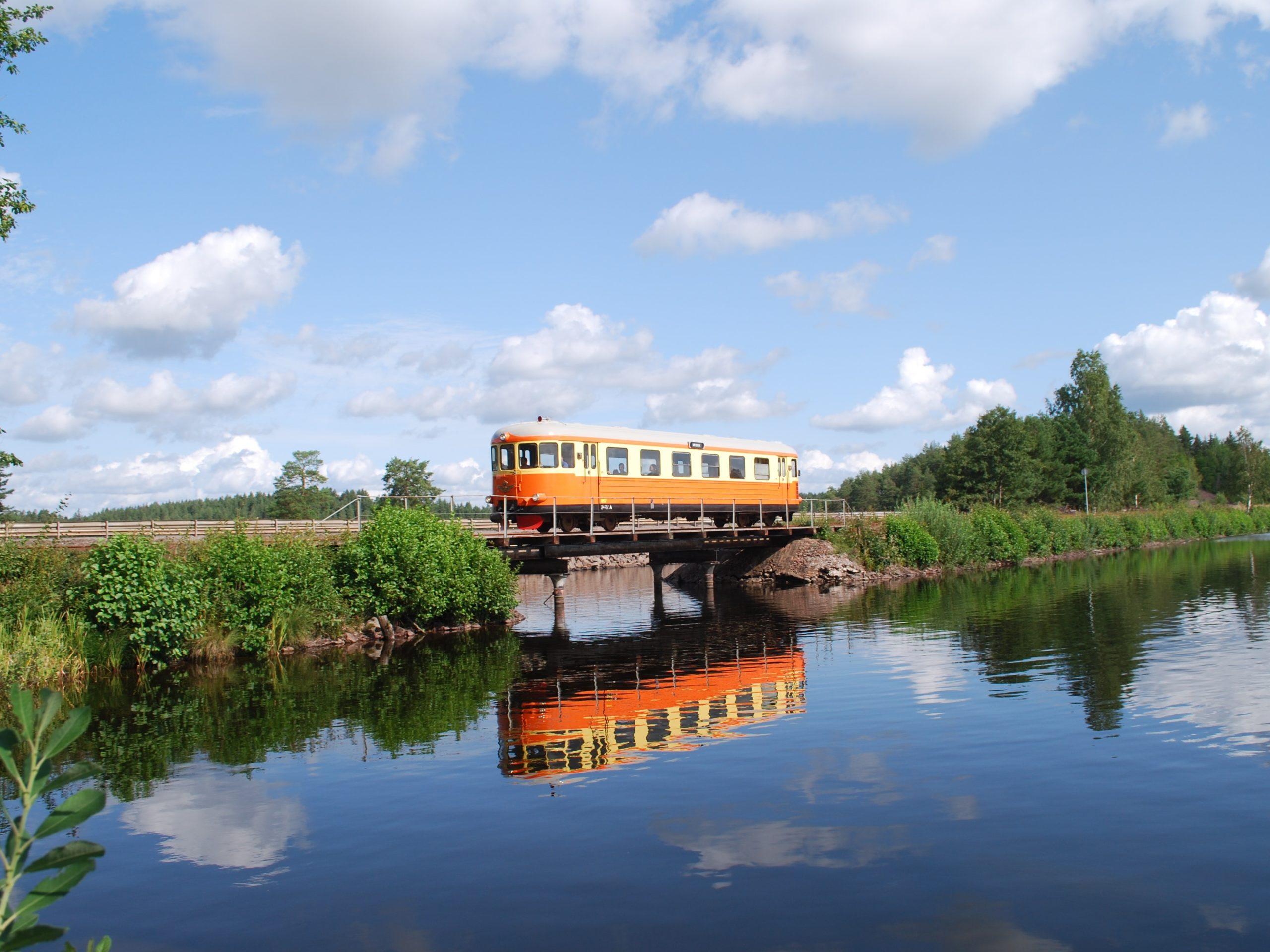 SmalspåretHultsfredVästervik Picha TjustbygdensJärnvägförening 4 1 imepunguzwa
