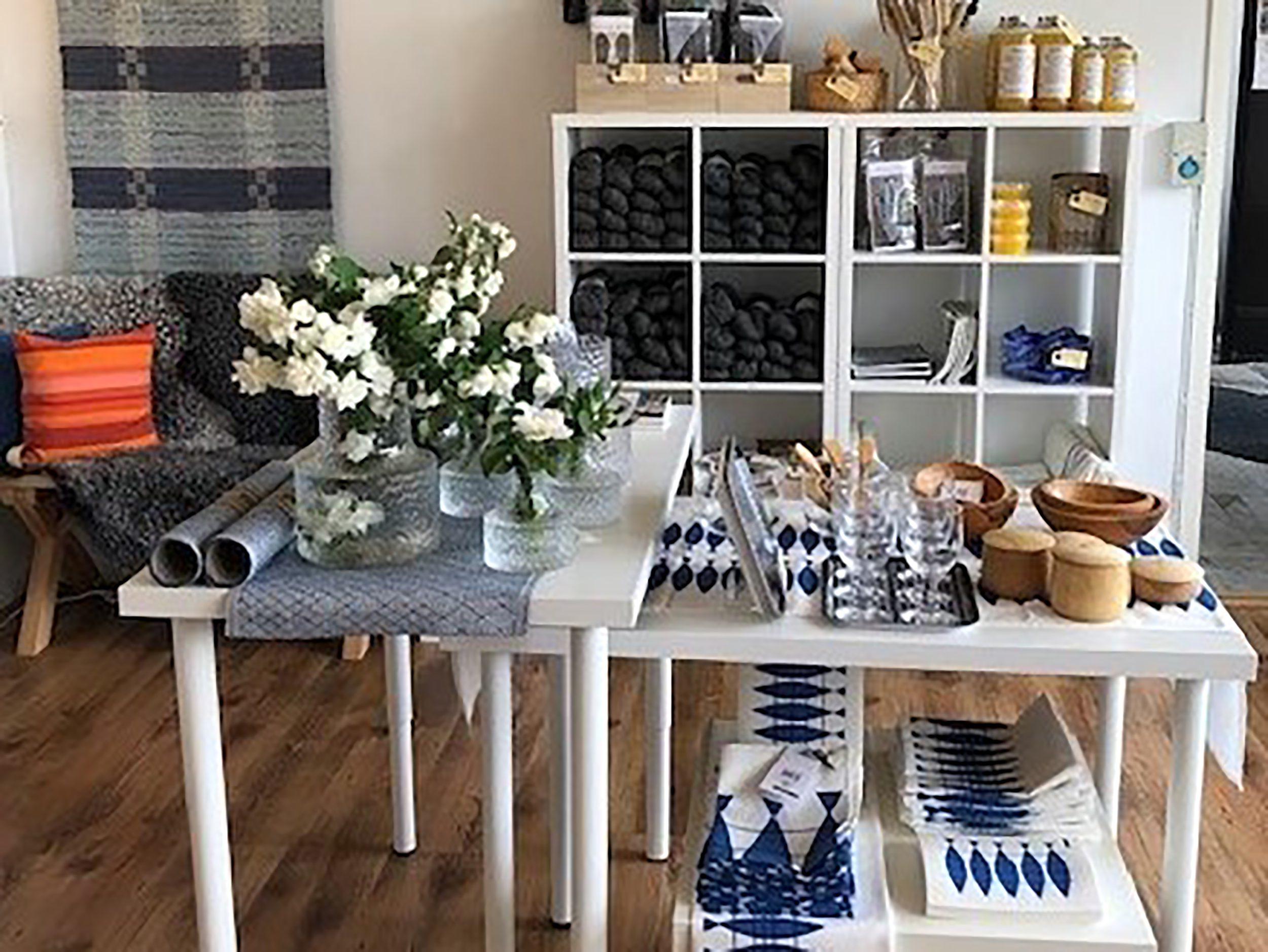 Interior table yarn j 1