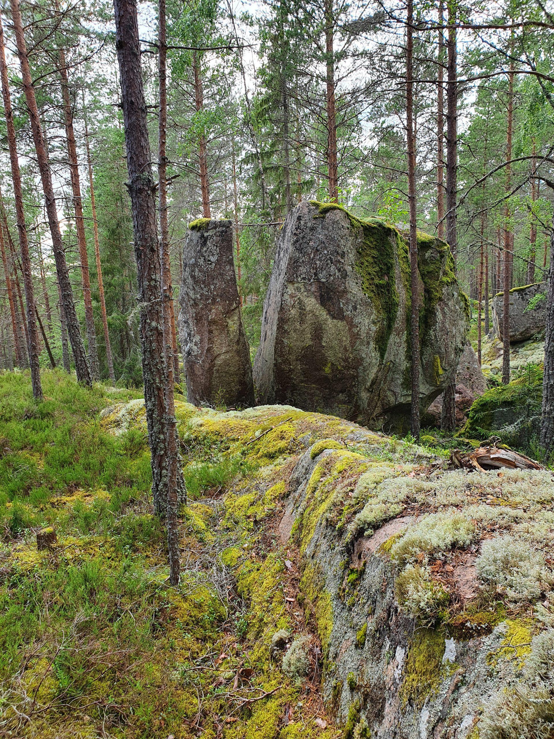 Klyvt stenblock Annika Petersson scaled