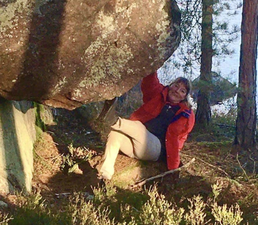 Kvinna under stenbumling