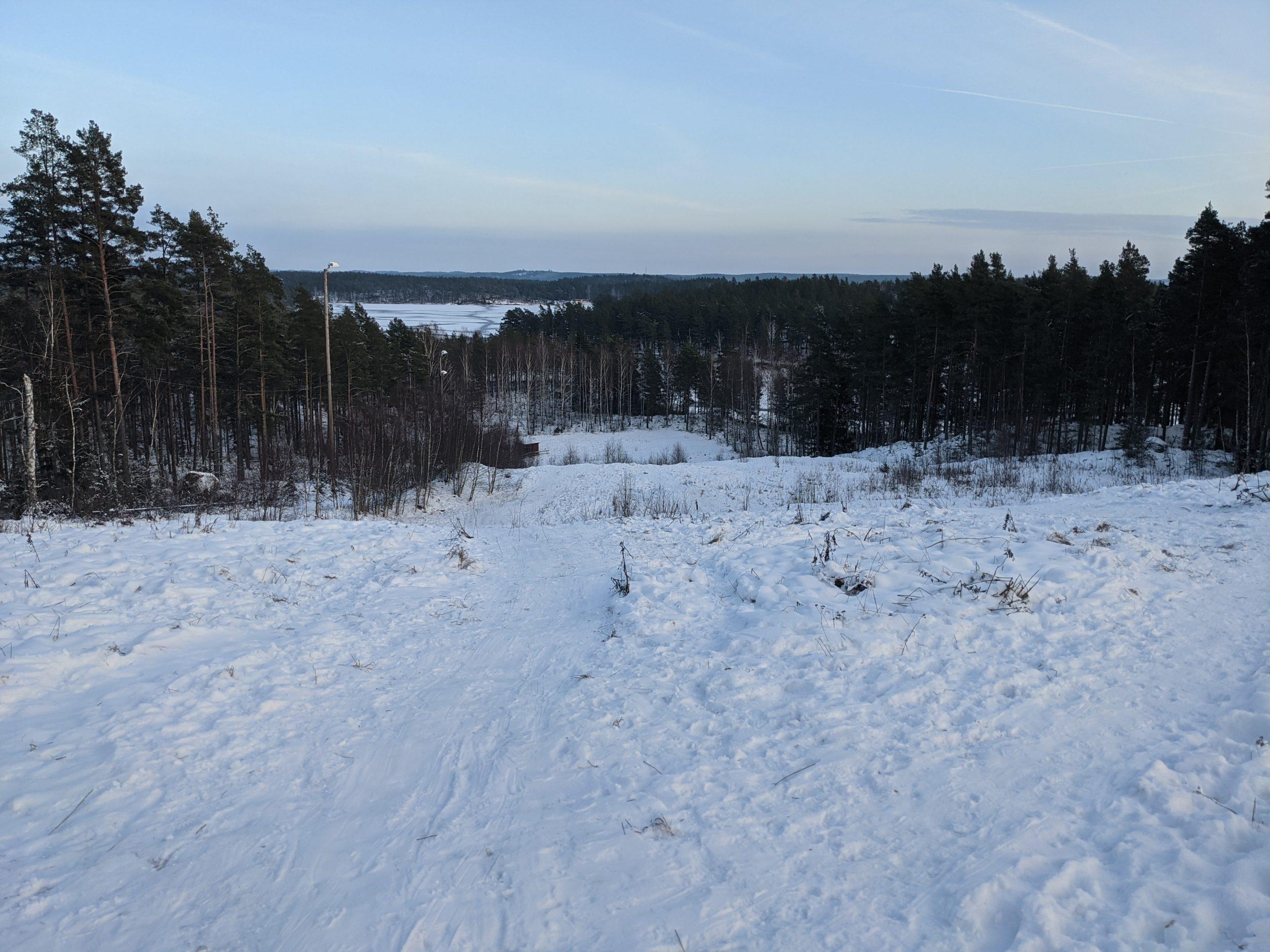 Ukujonga i-toboggan run Hesjöbacken