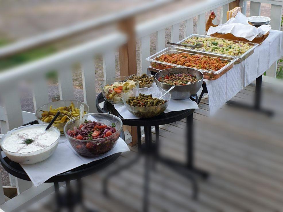 Припремљени бифе са храном у Лоннебергабоа